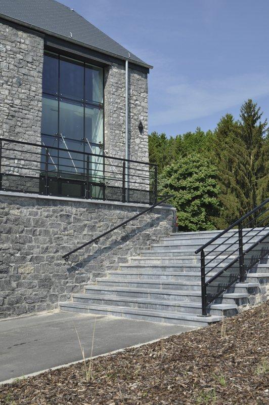 Vue entrée Complexe - escalier.jpg